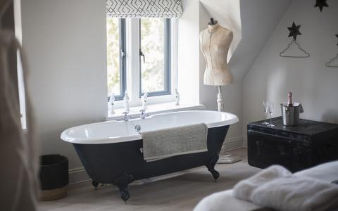 Large Room with bath and shower, 106